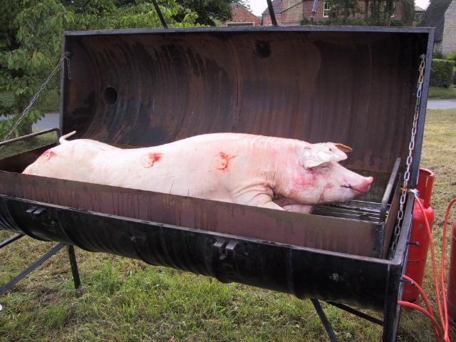 pig_roast_03_000.JPG